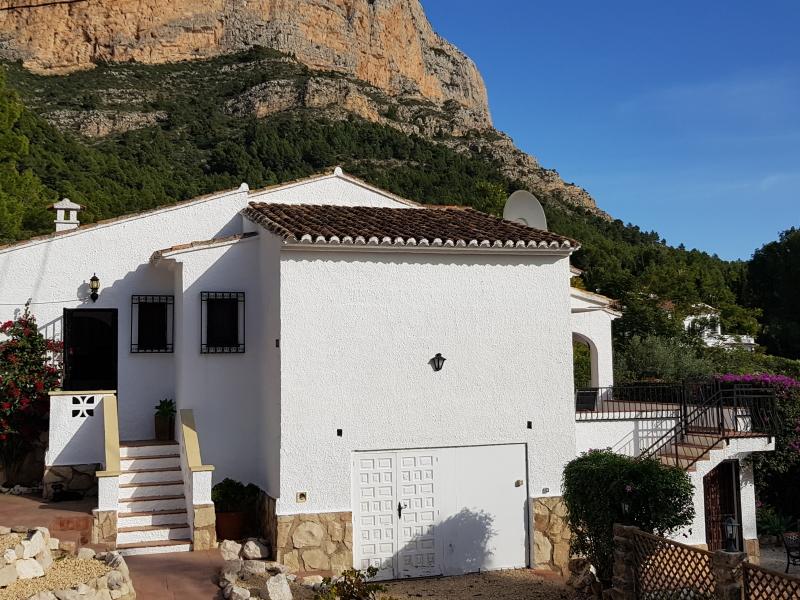 Magnífica villa de Montgó