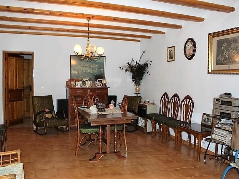 Casa de campo en buen estado mucho potencial en Gata de Gorgos